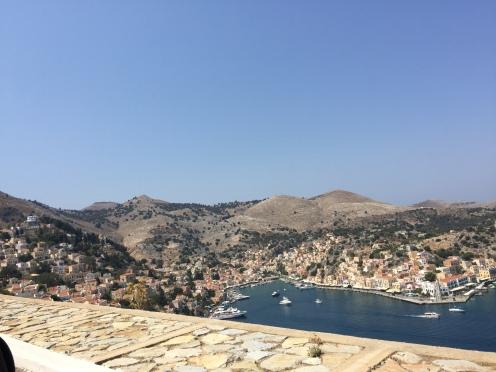 Uitzicht op haven Symi van boven